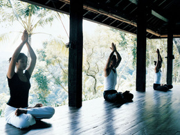 Provide the list with worldwide Yoga Retreats with contact names