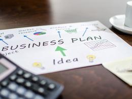 Develop a 14 slides investor pitch deck