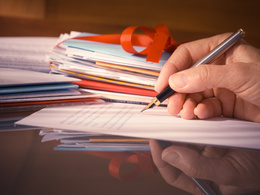 Write a bespoke employment policy that is compliant with legislation