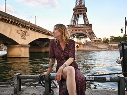 Have beautiful photographs of you in Paris!