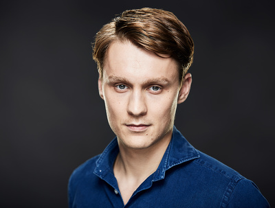 Shoot professional headshots for actors, models, business people in a London studio