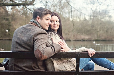 Provide you with a 1 hour Engagement Photoshoot including all images taken on USB