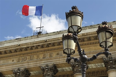 Technical analysis 9 leading companies in France stockExchange (2000 words)