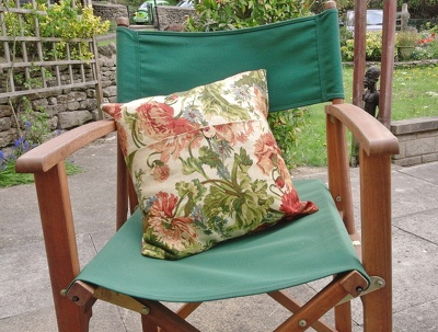 Make a cushion cover from your own fabric according to your specification