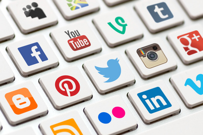 Manage 3 social media pages: Twitter LinkedIn Facebook YouTu