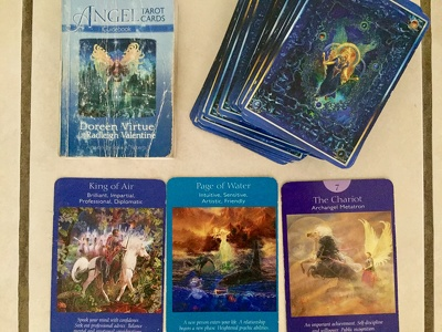 Live Tarot Reading cards given with clarity and love :)