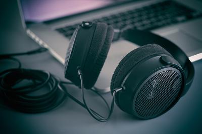 Transcribe 30m Italian or English audio files
