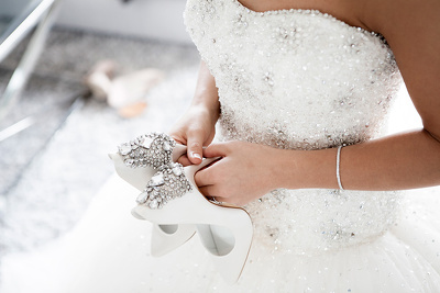 Write 10 wedding dress product descriptions
