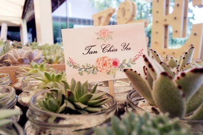 Customise your wedding menu and place card