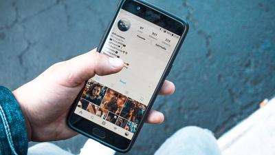 Create 100 Engaging Social Media Captions in Italian / English