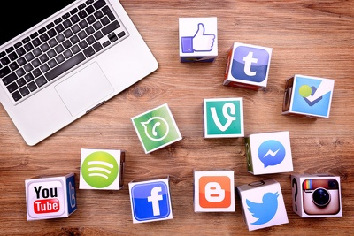 Manage your social media profiles for one week