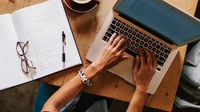 Write a 500-750 word piece  (English or German)