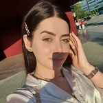 Xhulia K.'s avatar